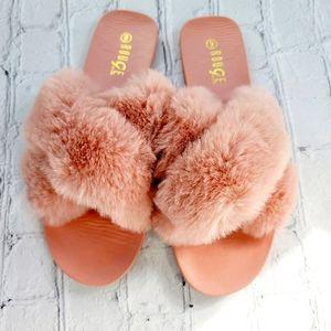 ROUGE comfy fuzzy slipper slides